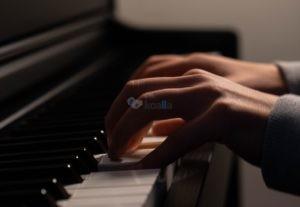 Ηχογραφώ κομμάτι συνοδείας πιάνου για σπουδαστές ή σολίστες φωνής ή οργάνου.